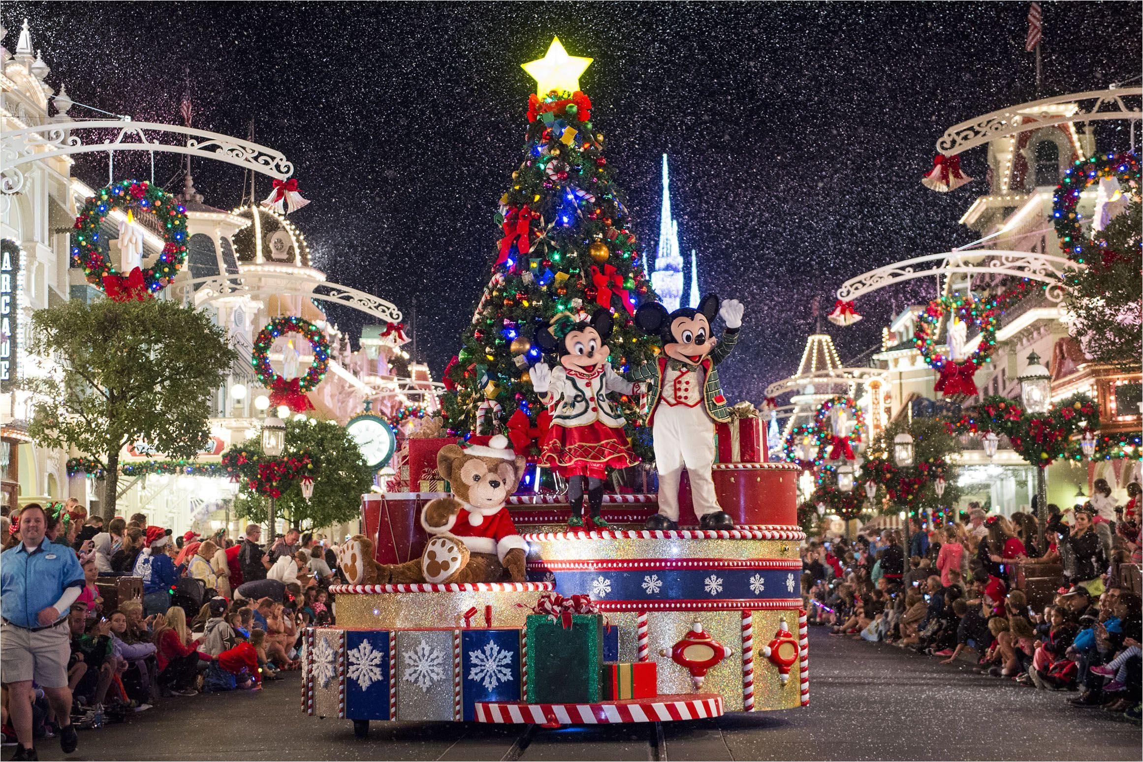 wdw mk mickeyschristmasparade 571289b83df78c3fa2d4dec9 jpg