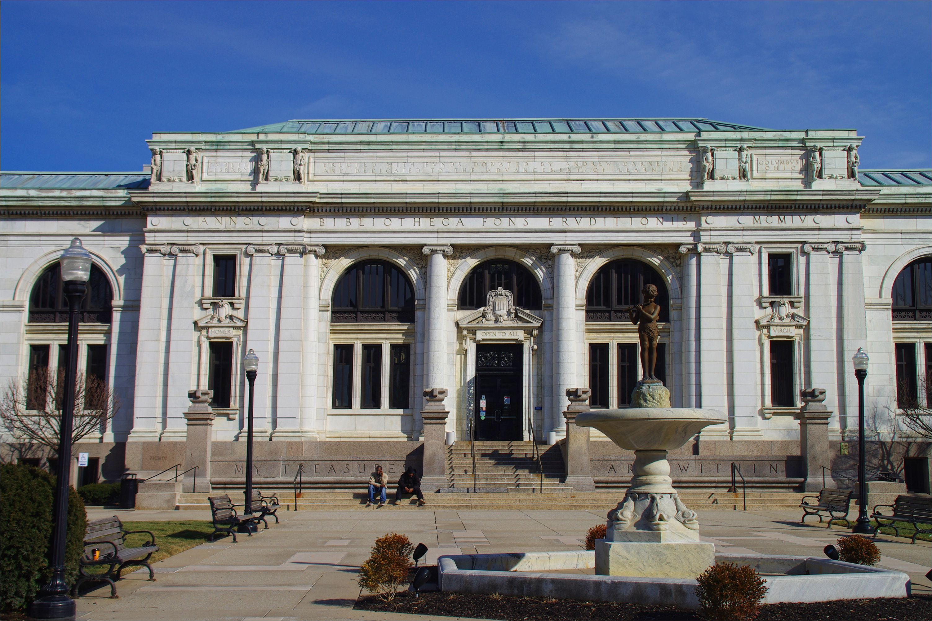 entrance to the columbus metropolitan library