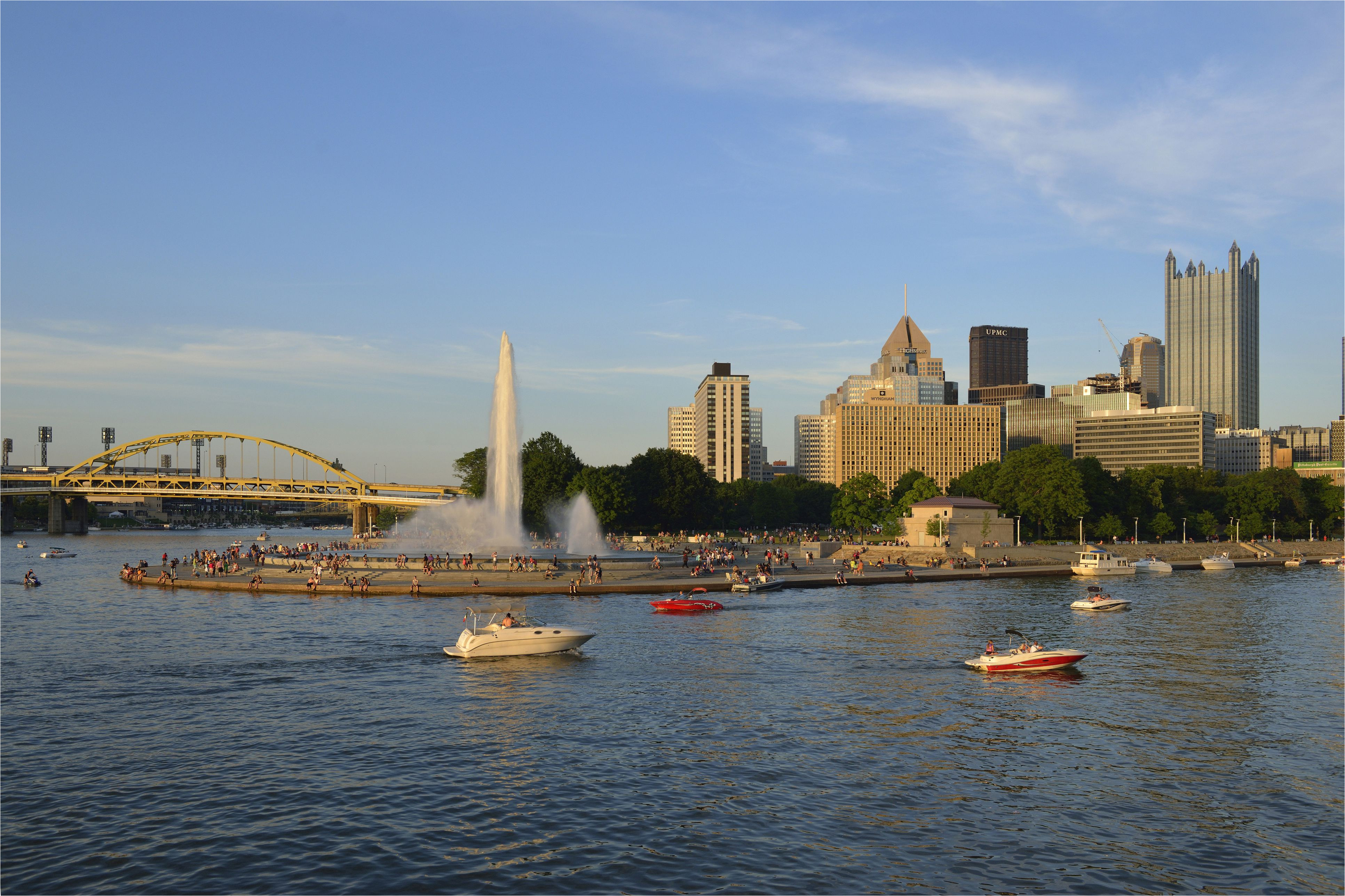 boats in front of point state park and fountain pittsburgh pennsylvania usa 586900533 5937686f5f9b58d58ac206d5 jpg