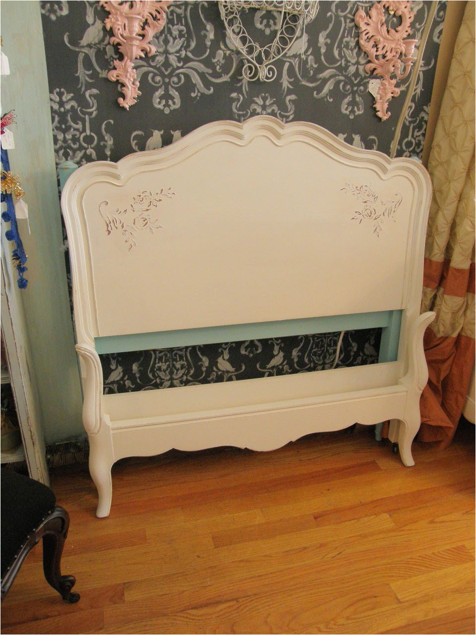 photos of vintage twin bed frame