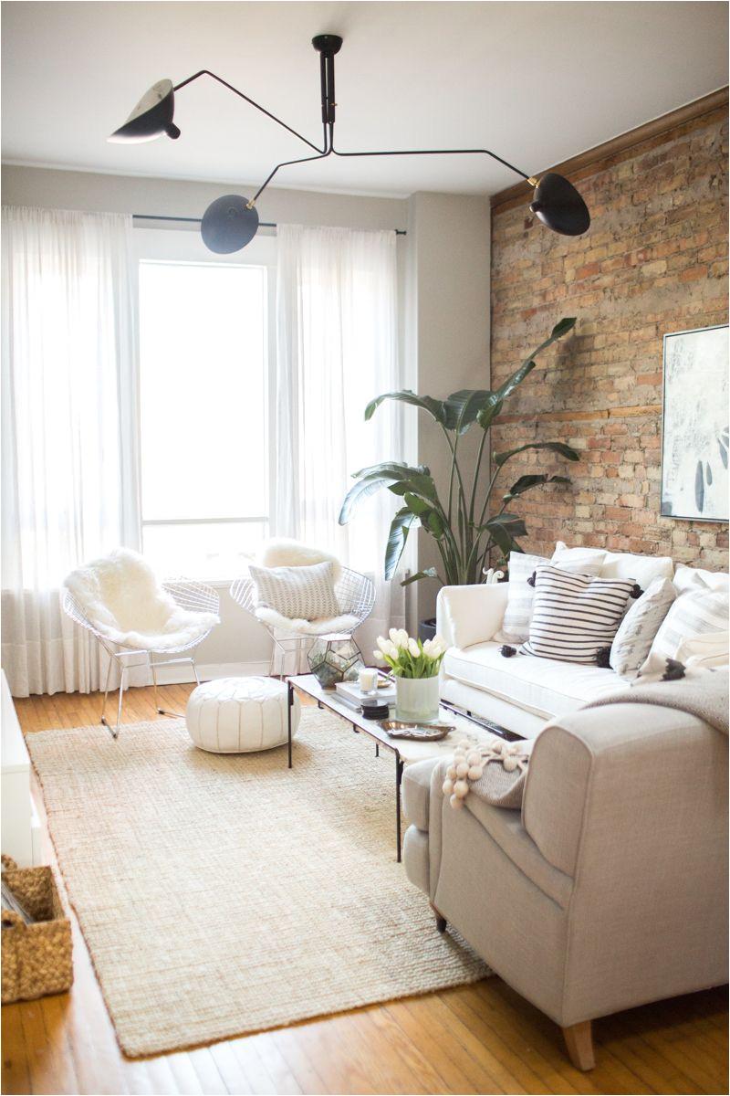 una casa de estilo na rdico con ambientes muy relajados y una pared de ladrillo vista que marca la diferencia