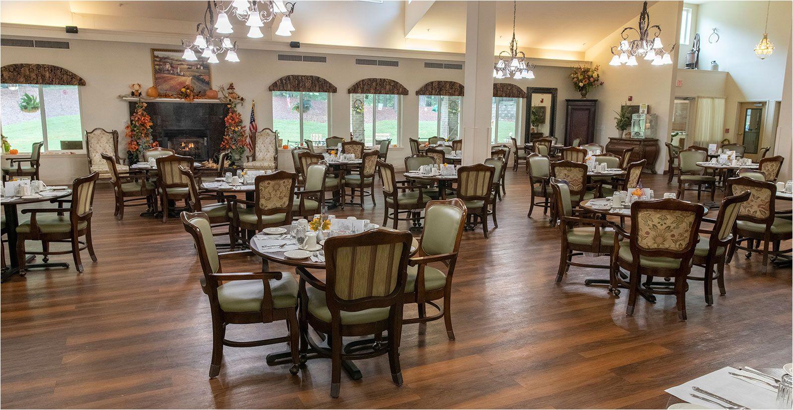 resident dining room at jordan oaks independent senior living community