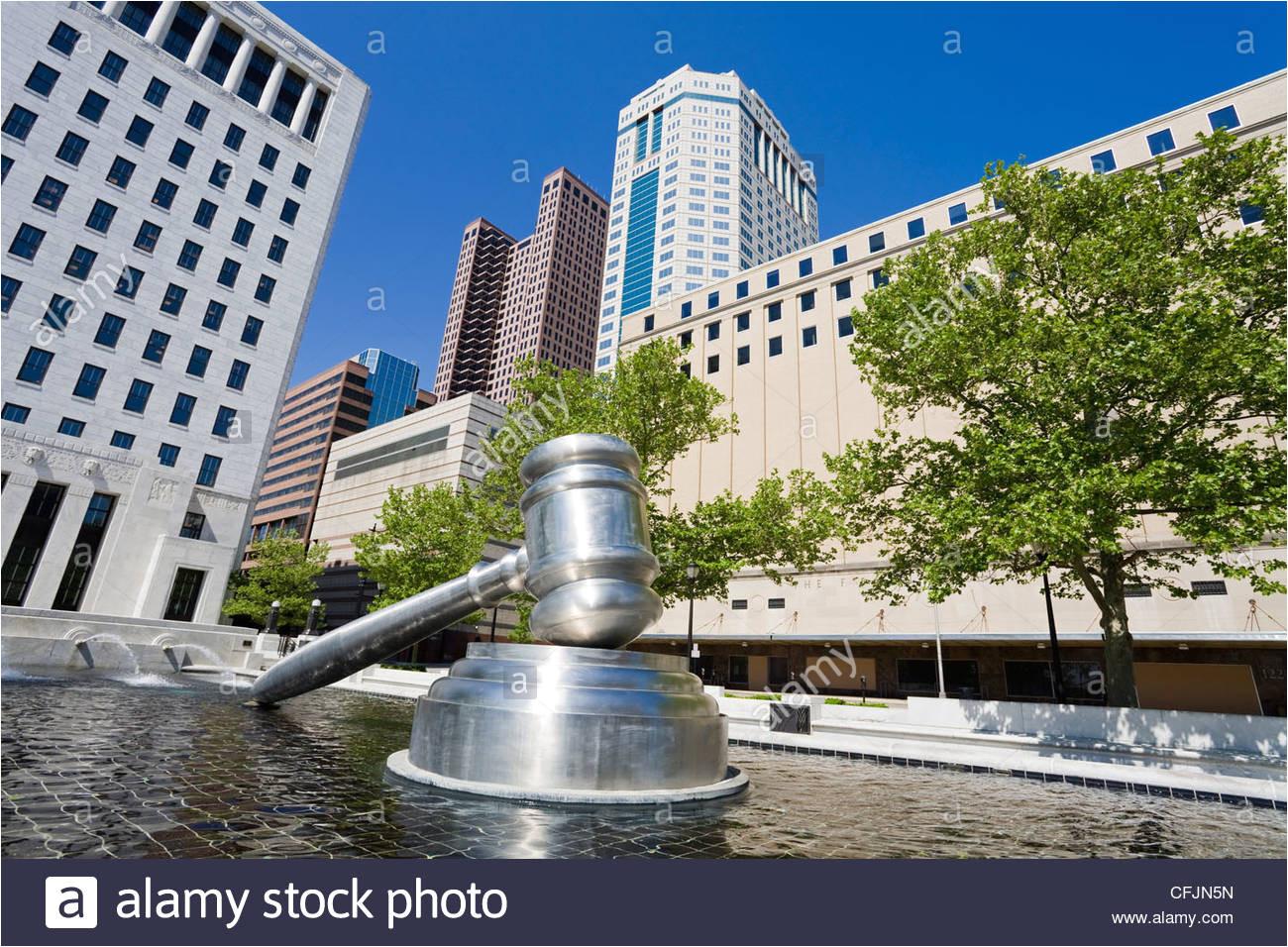 hammer skulptur aua erhalb der ohio judicial center columbus ohio vereinigte staaten von