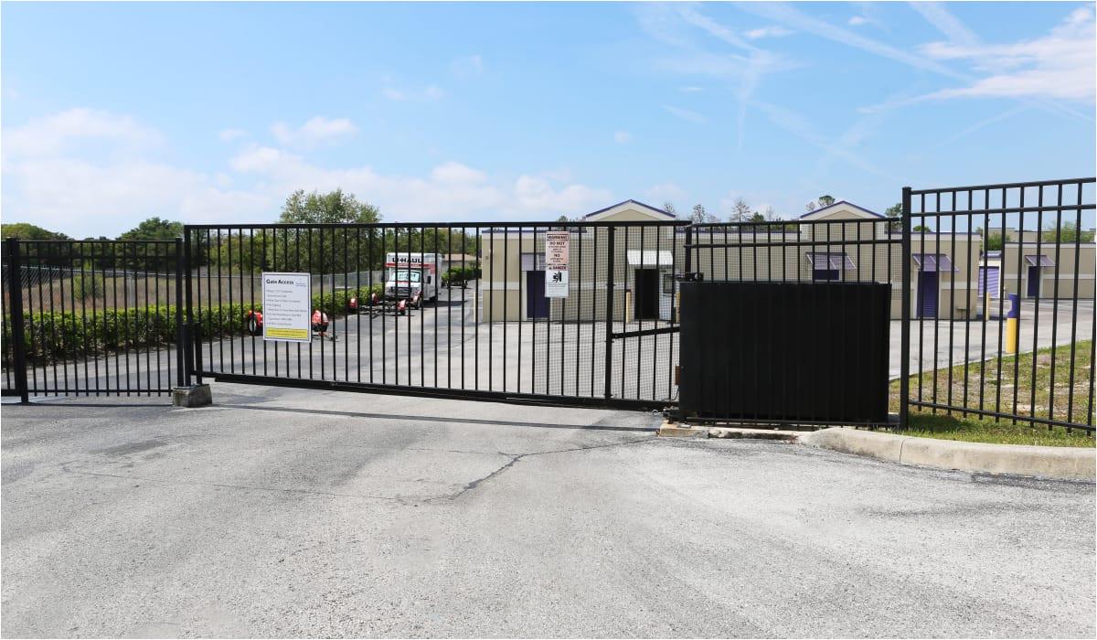 florida gate at storesmart self storage in spring hill
