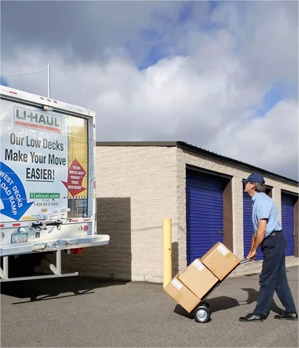 storesmart self storage in spring hill florida has moving trucks for rent