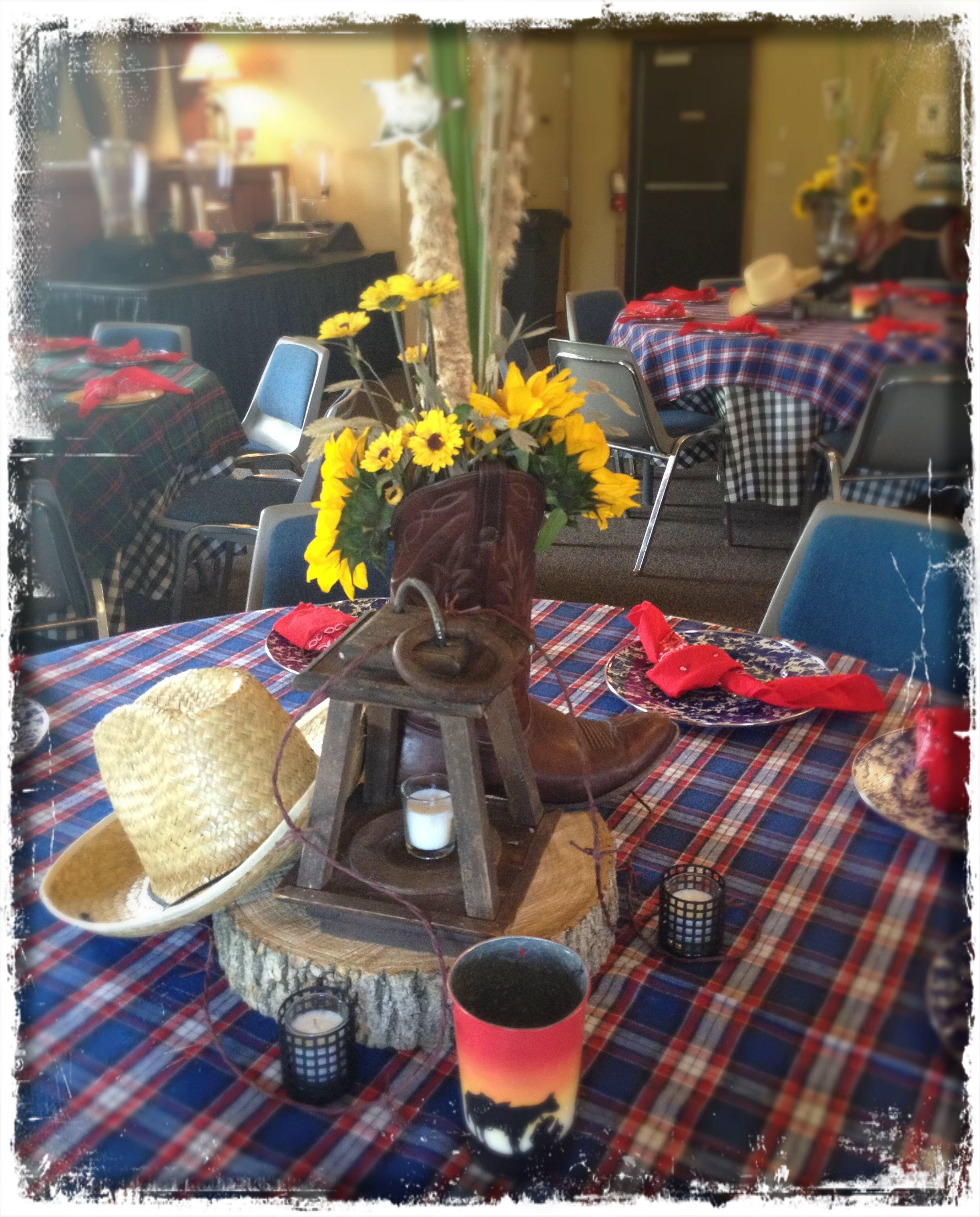 awesome country western themed centerpieces and table settings faulkner s ranch check out all of the detail cowboy hats flowers sheriff badges