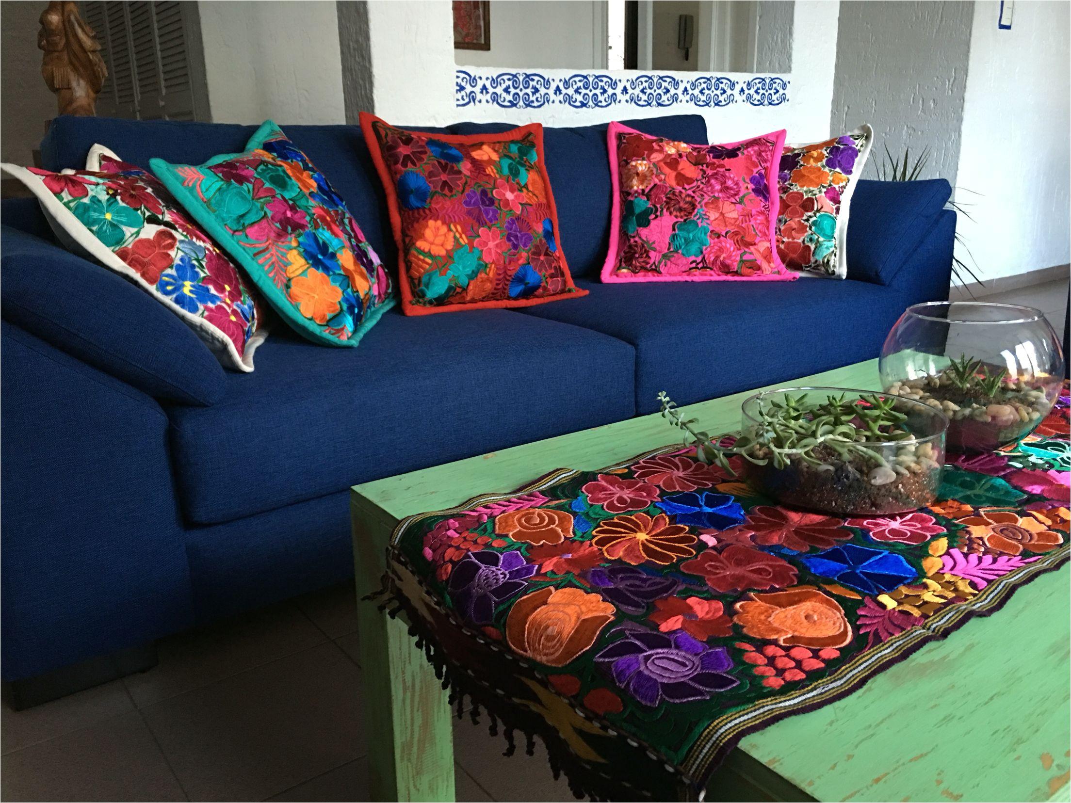 sala estilo mexicano con cojines chiapanecos trajes tipicos de mexico decoracion estilo mexicano muebles