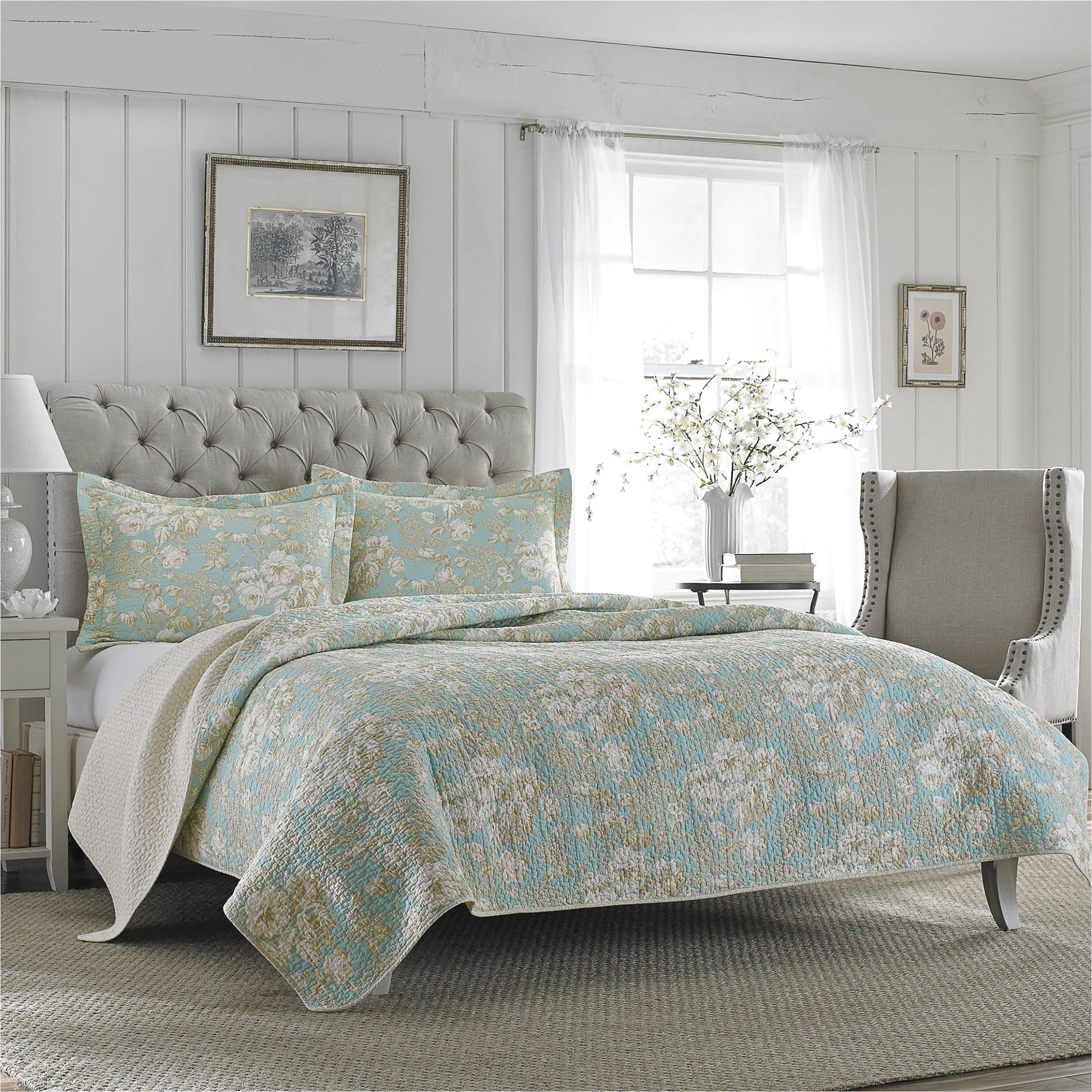 What is the Difference Between A Coverlet and A Quilt Coverlet Vs Bedspread Bedspread Black and White Bedding Sets Great