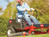 Best Riding Lawn Mower for Hills Using Riding Mowers and Lawn Tractors for A Perfect Lawn at the Home