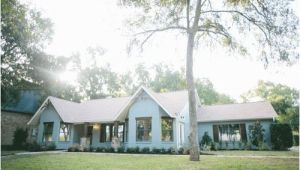 Fixer Upper Season 3 Episode 14 Paint Colors Fixer Upper Chip Gaines Magnolia Market and Magnolias