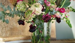 Jarrones Decorados Para Las Salas Flores sobre Un Mueble Vintage Encantador Deoraciones Lindas