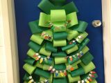 Winter Door Ideas for School 21 Teachers who Nailed the Holidays Education Pinterest